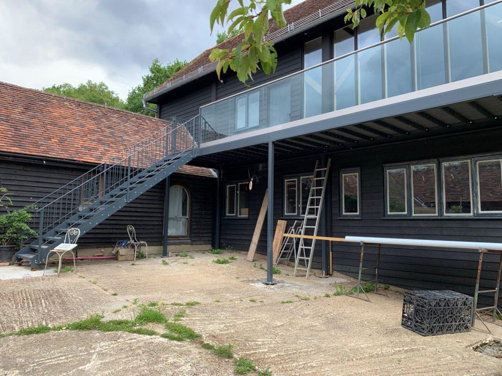 Large balcony framework and balustrade
